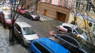 V centru Prahy muž napadl mladou ženu