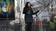 Zpěvačka Ilona Csáková při demonstraci
