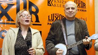 Herečka Lenka Plačková a hudebník Ivan Mládek