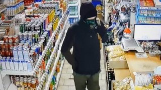 Mladík loupil v pražské večerce