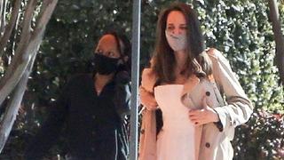 Herečka Angelina Jolie (vpravo)