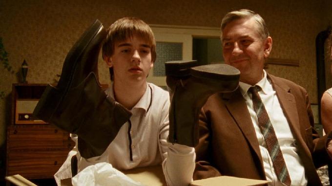 Michael Beran s Miroslavem Donutilem ve filmu Pelíšky