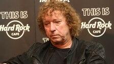 Rockový bubeník Radim Pařízek zemřel.