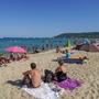 Beach closed due to lack of social distancing – Saint Tropez