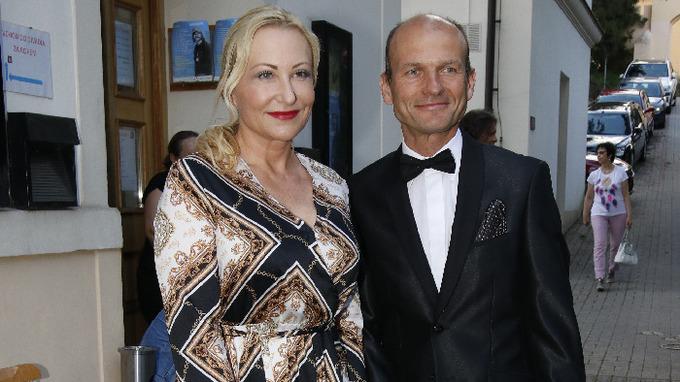 Moderátor Dalibor Gondík s manželkou Markétou