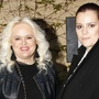 Ornella Koktová s matkou Monikou