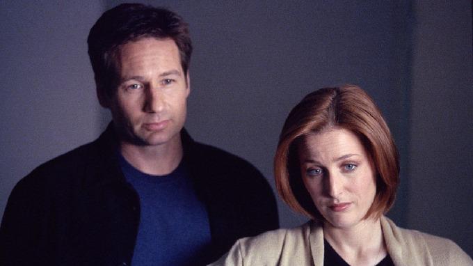 Gillian Andersonová a David Duchovny v seriálu Akta X