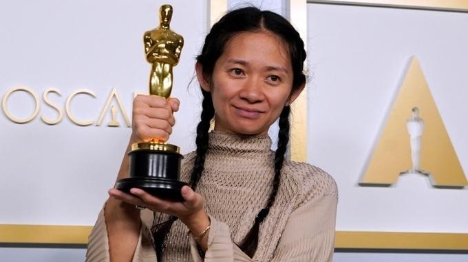 Chloe Zhaová získala Oscara za režii filmu Země nomádů