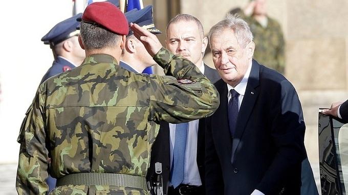 Vrchní velitel ozbrojených sil Miloš Zeman