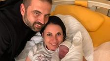 Manželé Kašpárkovi s novorozeným synem Sebastianem