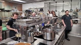 Pohled do kuchyně jedné z pražských restaurací