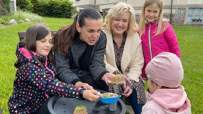 Miluše Bittnerová s dcerou Bettynkou a kamarádkou s jejími dcerami