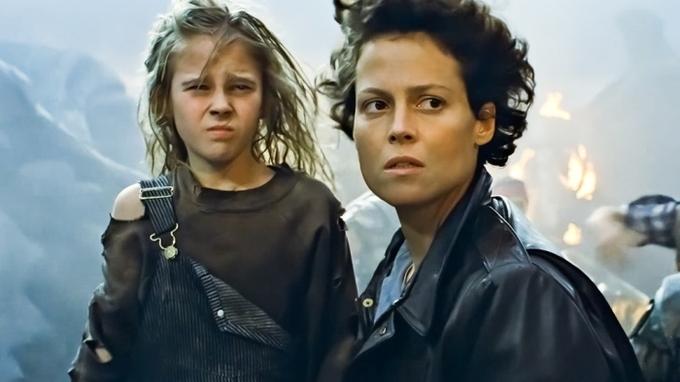 Carrie Hennová (vlevo) se Sigourney Weaverovou