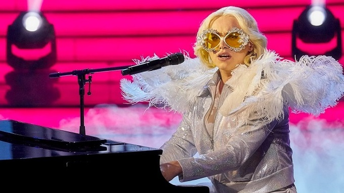 Vojta Drahokoupil jako Lady Gaga  y Ga
