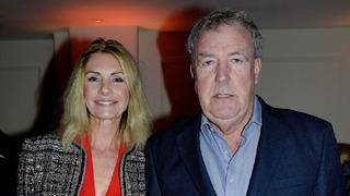 Moderátor Jeremy Clarkson s partnerkou