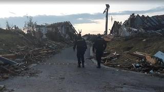 Tornádo poničilo desítky budov.