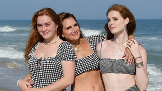 Herečka Brooke Shieldsová s dcerami