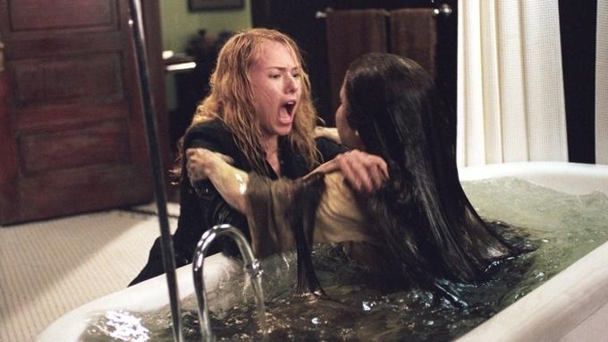 Herečka Kelly Stablesová si zahrála v hororu Kruh 2 temnou Samaru (ve vaně)
