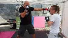 (Vpravo) Ivan Bartoš během boxerského sparingu