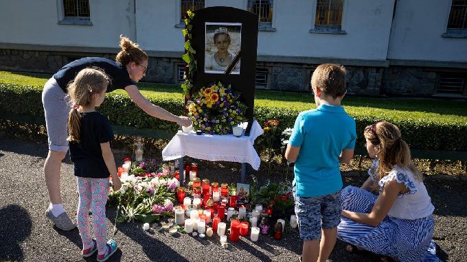 Příznivci herečky Libuše Šafránkové přicházejí uctít její památku