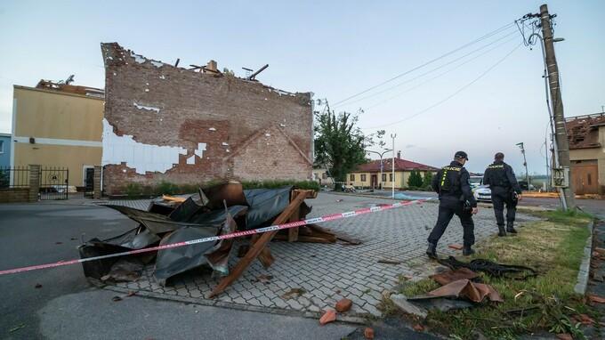 Následky tornáda na jižní Moravě