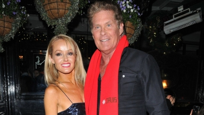Herec David Hasselhoff s manželkou Hayley Robertsovou