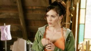 Herečka Alyssa Milanová jako Phoebe Halliwellová v seriálu Čarodějky