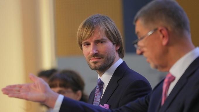 Premiér Andrej Babiš a ministr Adam Vojtěch