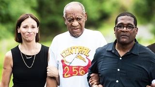 Komik a herec Bill Cosby (uprostřed) byl propuštěn z vězení