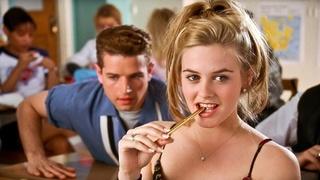 Herečka Alicia Silverstoneová v romantické komedii Praštěná holka