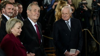 Prezident Miloš Zeman a bývalý prezident Václav Klaus
