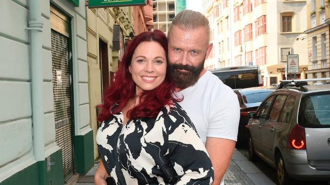 Zpěvačka Michaela Nosková s partnerem