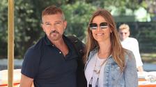 Herec Antonio Banderas s partnerkou Nicole