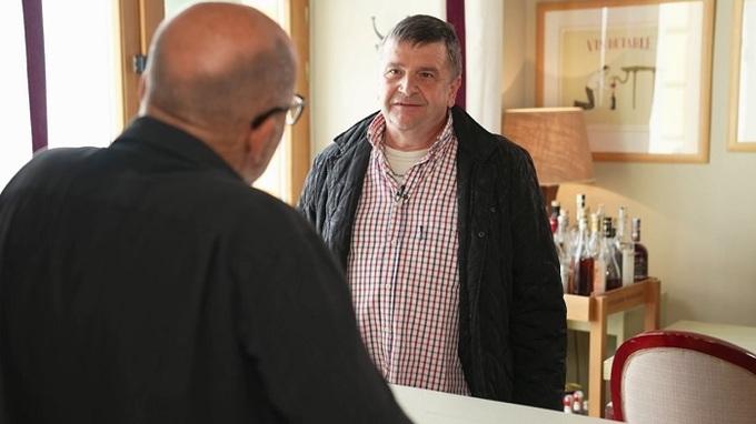 Zdeněk Pohlreich v rozhovoru s fotografem, který urazil svou nápadnici.