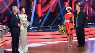 Moderátoři Marek Eben a Tereza Kostková a Pavel Trávníček s taneční partnerkou Veronikou Lálovou.
