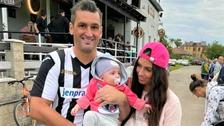 Pyšný tatínek s dcerou a manželkou